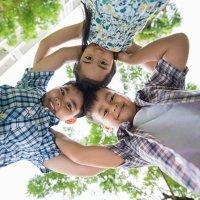 Coelhinho sai da toca. Brincadeiras populares para crianças no Brasil