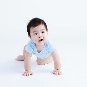 Benefícios de engatinhar para o desenvolvimento do bebê
