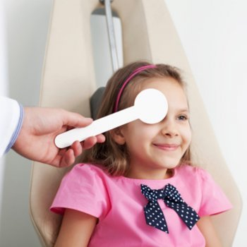 Ambliopia em crianças: tampão versus terapia visual