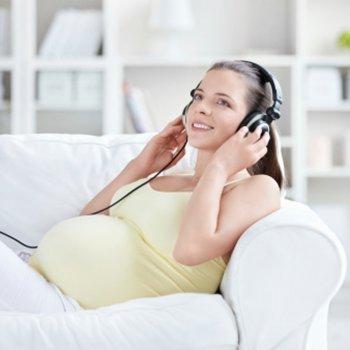 Os benefícios de cantar durante a gravidez