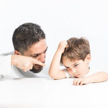 Pais muito exigentes. Consequências para a criança