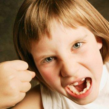 Como corrigir crianças que insultam