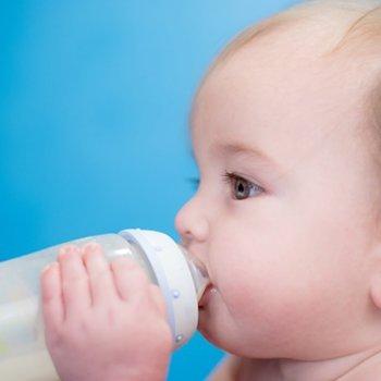 Como preparar uma mamadeira para o bebê passo a passo
