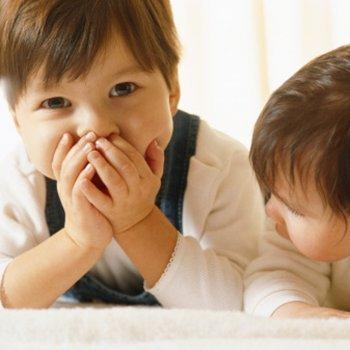 Como educar as crianças que falam demais