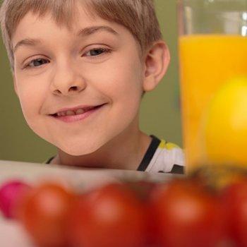 Alimentos que curam as crianças: doenças do estômago