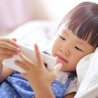 Como o uso de smartphones e tablets afeta a saúde visual das crianças