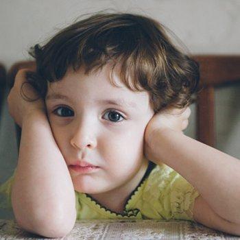 Criança mal humorada, gênio ruim e mau temperamento