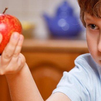 8 coisas que as crianças não devem fazer depois de comer
