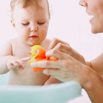 O que se necessita para o primeiro banho do bebê