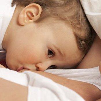 Benefícios do aleitamento materno prolongado para os bebês