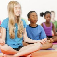 O jogo do silencio do Montessori para crianças