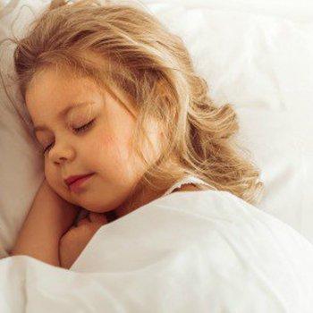 Por que existem crianças que falam em sonhos