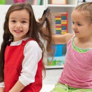 Como cuidar do cabelo de meninas com fios longos