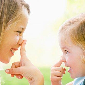 Dez benefícios dos jogos de mímica para as crianças