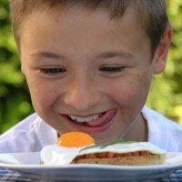 Quantos ovos as crianças podem comer por semana