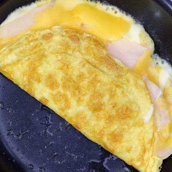 Tortilha francesa rápida com presunto e queijo