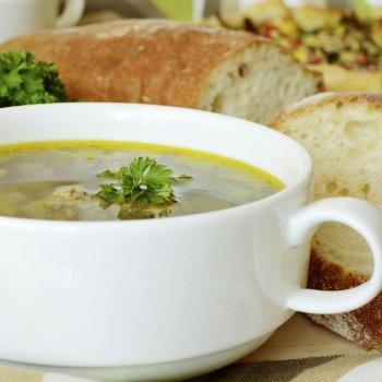 Sopa de pão. Receita econômica e simples