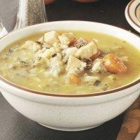 Sopa de arroz com cenoura e frango. Dieta leve para crianças