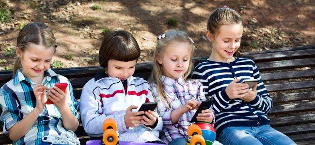 O celular como brinquedo e presente para a criança